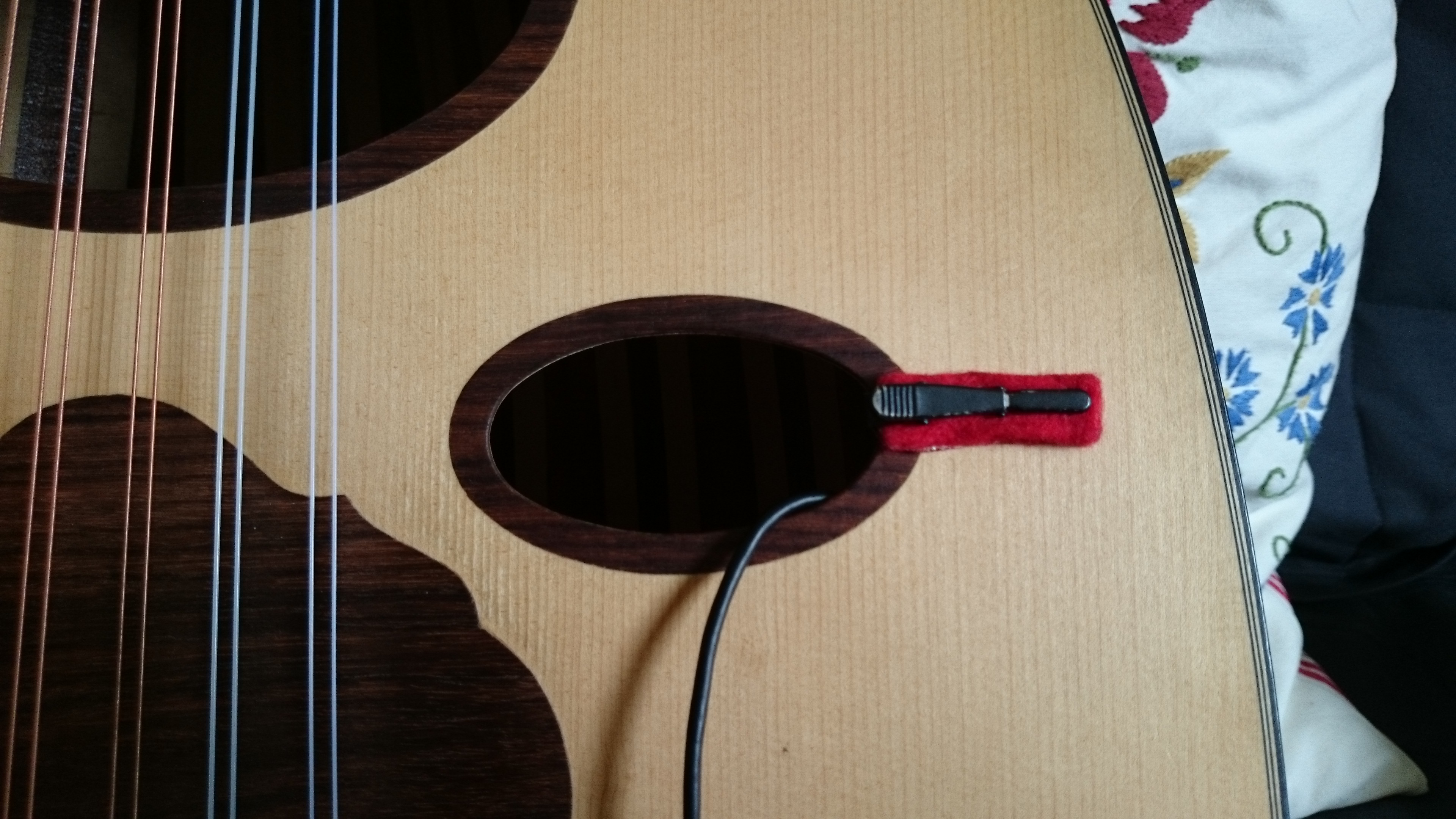How To Amplify An Oud For Guitarists Electric Guitar Input Jack Wiring Dsc 00081 With Audio Technica Pro 70